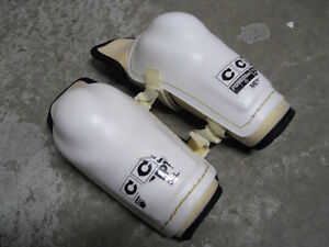 Mens Hockey Elbow Pads - CCM Powerline EP100 Size L
