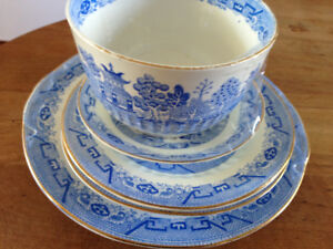 Vintage Pale Blue Willow dishes