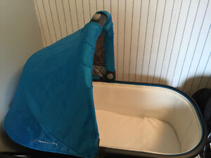 2015 Uppababy Vista Bassinet and stand Peterborough Peterborough Area image 1