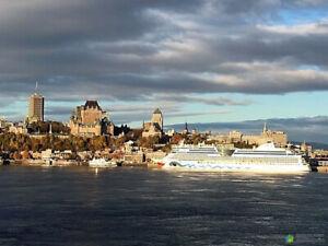 Superbe condo directement sur les rives du Saint-Laurent. Face à