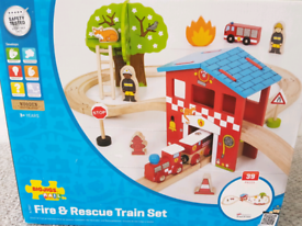 BIGJIGS wooden train fire and rescue set