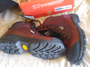 Safety shoe 3/4 cut new size 9