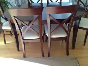 HIGH END DINNING ROOM TABLE AND CHAIRS Regina Regina Area image 3