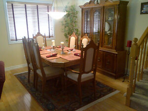 Dining Table 6 Chairs and Hutch Kitchener / Waterloo Kitchener Area image 1