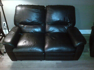 **FOR SALE | 3-Piece Leather Recliner Sofa Set ! London Ontario image 4