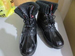LADIES WINTER BOOTS SIZE 9-COUGAR & WINDRIVER