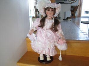 poupée porcelaine 22 pouces tres belle neuf