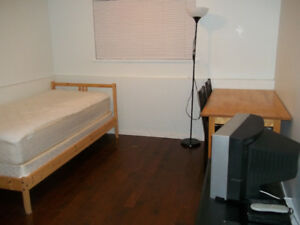 120ft2 - Room available from June 1 for FEMALE tenant.