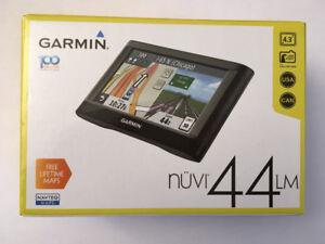 """Garmin nuvi 44LM  4.3"""" Portable GPS w/ Free Lifetime Maps."""