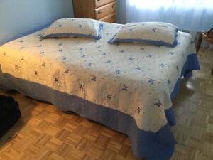 Couvre lit double avec 2 caches oreillers Neuve
