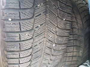 LIKE NEW SET OF 235 55 17 WINTER TIRES