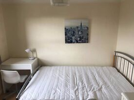 Fully furnished double room within a 3 bed flat share in Canary Wharf *PARKING INCLUDED*
