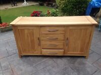 Solid oak sideboard with 4 drawers