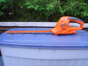 USED BLACK + DECKER 20 INCH ELECTRIC HEDGE TRIMMER WORKING