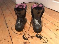 As New. Women's Salomon Snowboarding Boots. Size 6