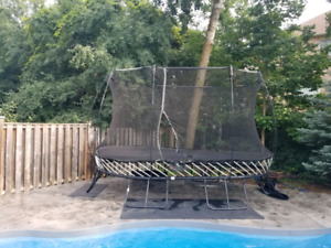 Oval spring free trampoline