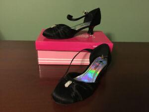 Girls Black Dress Shoes w/Small Heel