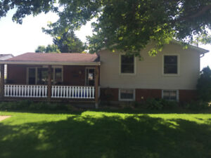 Large 3 bedroom split level family home FOR RENT!!
