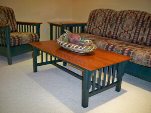 Attractive set of coffee and end tables.