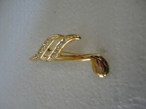 Vintage golden set of 2 musical notes women's brooche pin London Ontario image 2