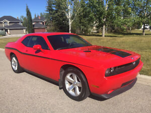 2009  Dodge Challenger SXT      Sunroof, Air, Bluetooth