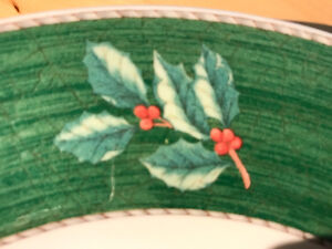 "Wedgwood Sarah's Garden 4 green ""Christmas"" dinner plates."