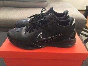 Men's Nike Kobe Zoom V 5 size US 11 basketball shoes