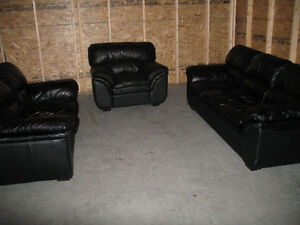 Love seat kijiji free classifieds in calgary find a for Sofa bed kijiji calgary
