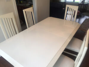 DINING ROOM SET - Lacquer white finish