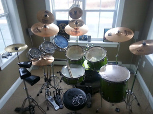 Yamaha gig maker drum set with cymbals
