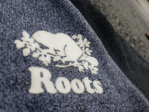 Pre-owned certified Roots sweater !