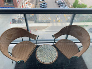 Beautiful Bistro Patio Set (2 chairs and table)