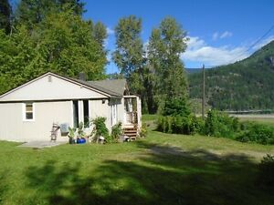 2 Bedrm (+Den) Cottage/.92 of an Acre within Nelson City Limits