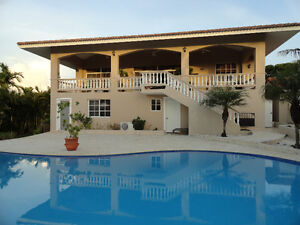 Large Bright Villa, Ocean View, walk to beach and restaurant