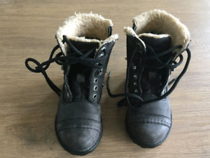 Clarks Winter shoes Boots for kid 18 to 36 months 2-3 years