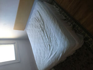 Double matress and boxspring