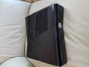 XBOX 360 WITH LOTS OF GAMES !!!!