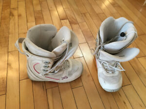 Fiftyone 50 size 6 white snowboard boots - negotiable