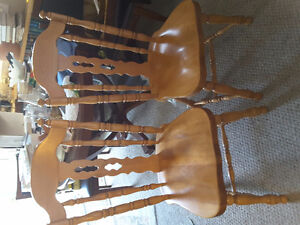 Excellent condition solid oak hutch, table and chairs