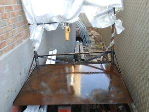 Table pour réparateur de petite équipements