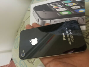 8GB IPHONE 4S Black/White