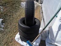 4 pneus d'hiver excellent état 185-65-15