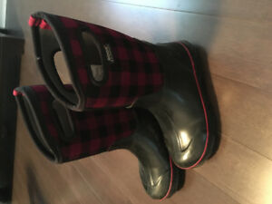 Girls size 5 Red Buffalo Check Bogs Winter Boots