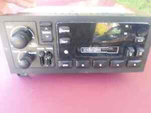 DODGE OR CHRYSLER  FM RADIO /CD PLAYER