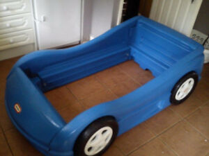 Little Tikes Race Car Sports Car Bed - twin size Stratford Kitchener Area image 1