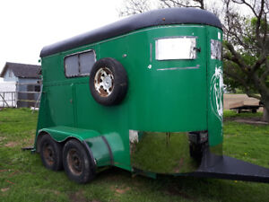 2 horse trailer for rent