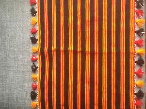 Tapis en laine fait avec un métier à tisser