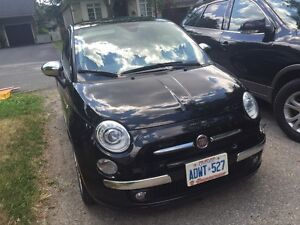 2012 Fiat 500 Lounge Hatchback Leather Interior Less than 35km