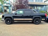 2004 Chevy Avalanche **Low KMS**