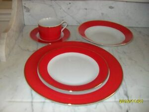 """BEAUTIFUL SET  OF XMAS DISHES & GLASSES"""